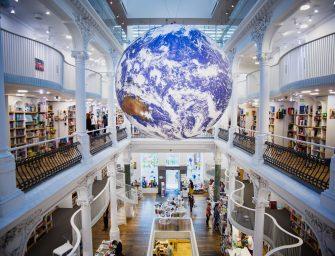 #PriveștePământul! Planeta albastră, suspendată în inima Cărturești Carusel